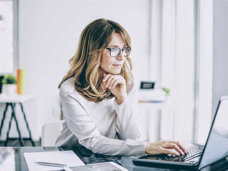 Woman business at a desk